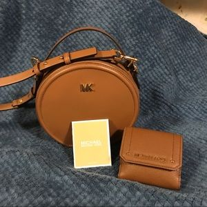 Michael Kors canteen messenger and wallet
